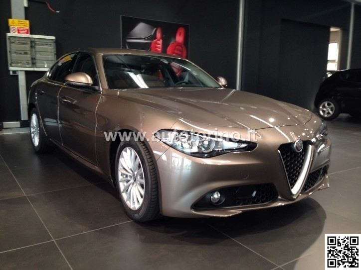 usato giulia2 2 jtdm 150 cv mt6 alfa romeo giulia 2016 km 0 in milano. Black Bedroom Furniture Sets. Home Design Ideas