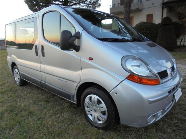 sold renault trafic passenger 1 9 used cars for sale autouncle. Black Bedroom Furniture Sets. Home Design Ideas