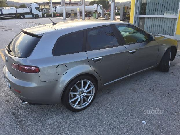 usato usata 2006 alfa romeo 159 2006 km in salerno sa. Black Bedroom Furniture Sets. Home Design Ideas