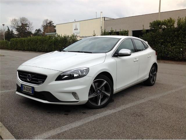 sold volvo v40 d3 geartronic r des used cars for sale autouncle. Black Bedroom Furniture Sets. Home Design Ideas