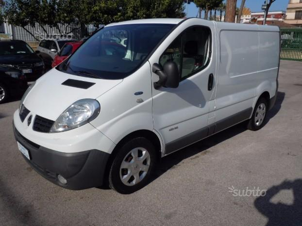 sold renault trafic 2 0 dci 115cv used cars for sale autouncle. Black Bedroom Furniture Sets. Home Design Ideas