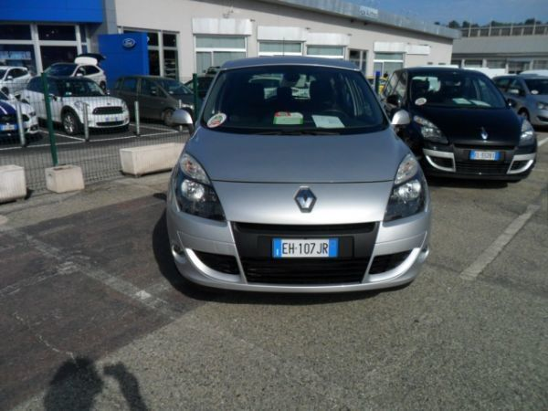 usato 1 9 dci 130cv dynamique renault sc nic 2011 km in moncalieri tor. Black Bedroom Furniture Sets. Home Design Ideas