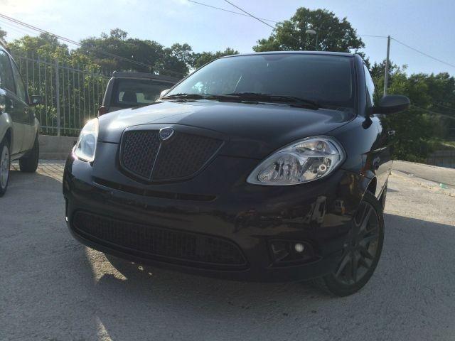 https://images.autouncle.com/it/car_images/d84a7296-4abc-4147-a01c-5eae394757bc_lancia-ypsilon-1-3-mjt-105-cv-sport-momodesign-limited-edition.jpg