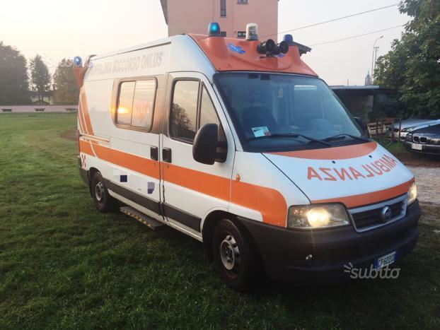 sold fiat ducato ambulanza 2 8 jtd used cars for sale. Black Bedroom Furniture Sets. Home Design Ideas
