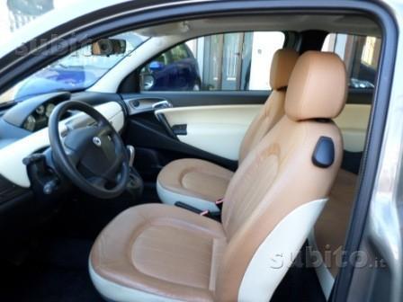 https://images.autouncle.com/it/car_images/dbf9747d-4edc-4268-8e91-44125e0770db_lancia-ypsilon-1-3-multijet-platino-dualogic.jpg