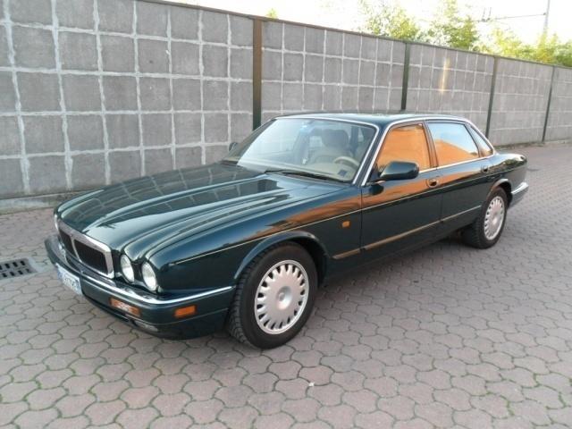 jaguar xj6 usata 206 jaguar xj6 in vendita autouncle. Black Bedroom Furniture Sets. Home Design Ideas