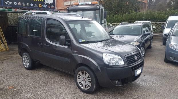 Venduto Fiat Doblò 1.9 mtj 5 posti 20. - auto usate in vendita