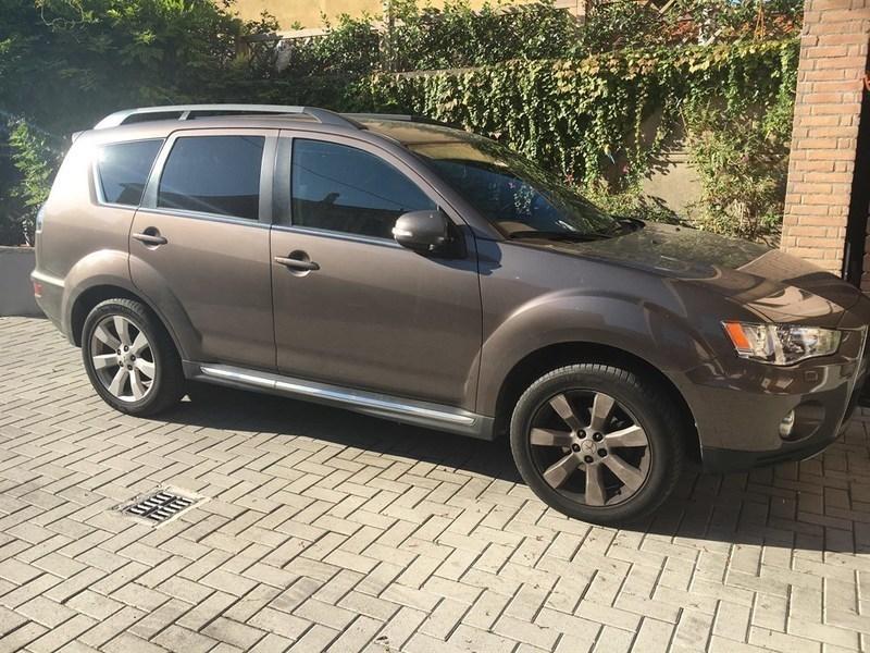 Sold mitsubishi outlander 2 2 di d used cars for sale for Prezzo del pacchetto di 2 box auto