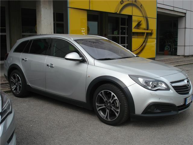 Schemi Elettrici Opel Insignia : Sold opel insignia country tourer used cars for sale