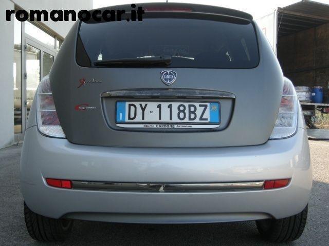 https://images.autouncle.com/it/car_images/f4c8d12a-69ad-40af-aeea-b55fde36c659_lancia-ypsilon-1-3-mjt-105-cv-sport-momodesign-unipro.jpg