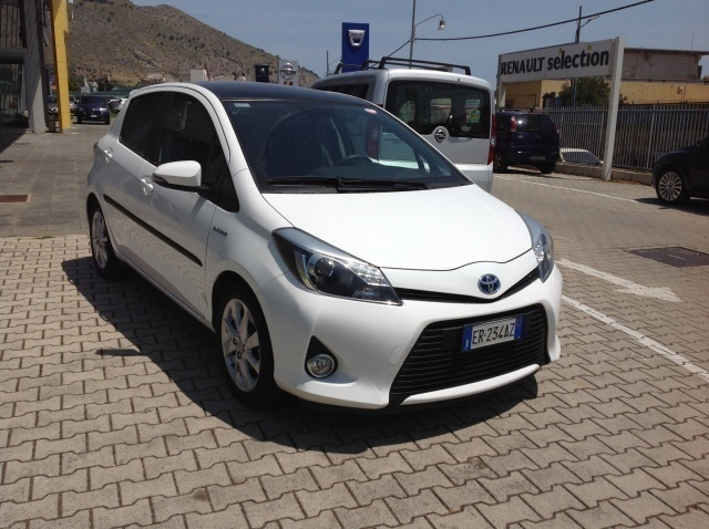 sold toyota yaris hybrid 1 5 5p used cars for sale autouncle. Black Bedroom Furniture Sets. Home Design Ideas