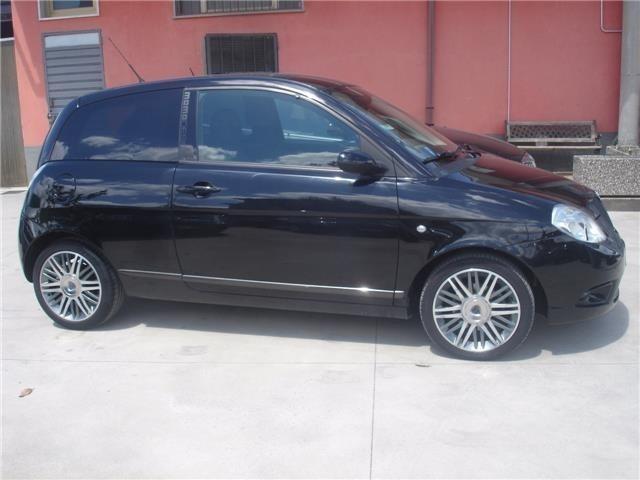 https://images.autouncle.com/it/car_images/fba16641-a70a-4c0c-a4a9-7d0f4b862eed_lancia-ypsilon-1-3-mjt-105-cv-sport-momodesign.jpg