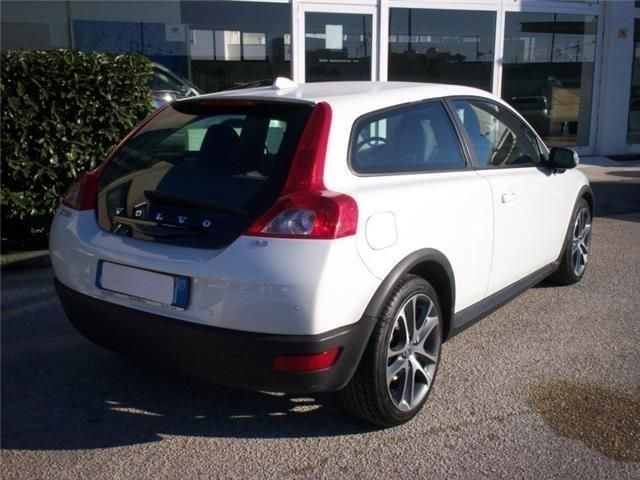 usato 1 6 d summum volvo c30 2009 km in bari autouncle. Black Bedroom Furniture Sets. Home Design Ideas