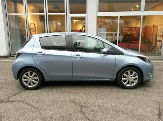 sold toyota yaris 1 5 hybrid 5 por used cars for sale autouncle. Black Bedroom Furniture Sets. Home Design Ideas