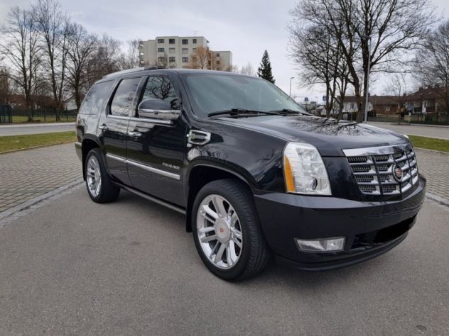 Used 2004 Cadillac Escalade Features & Specs | Edmunds
