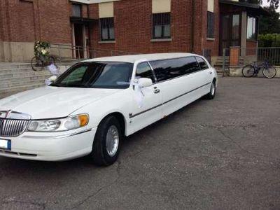 usata Lincoln Town Car limousine strech