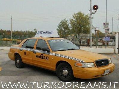 usata Ford Crown Victoria new york city taxi yellow cab 4.7 v8 auto benzina 4/5-porte automatico giallo