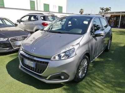 usata Peugeot 208 5P 1.2 82CV ALLURE NAVI-CERCHI IN LEGA 14.000KM