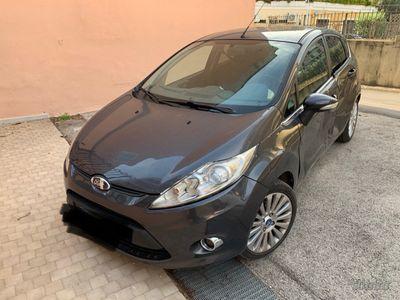 begagnad Ford Fiesta 1.2 benzina titanium