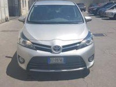 begagnad Toyota Avensis Verso 1.6 D-4D Active Gioia Tauro