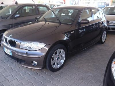 usata BMW 118 118 d 5 porte /// Pacchetto sportivo M / LED /