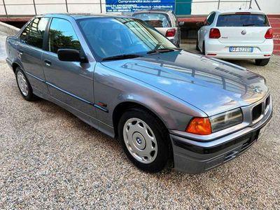 usata BMW 318 i 4 porte