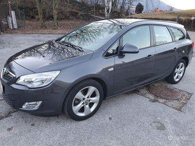 usata Opel Astra sportourer 2012 85.000 km