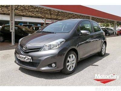 usata Toyota Yaris 1.3 3 porte lounge benzina berlina grigio scuro