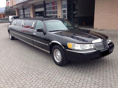 usata Lincoln Town Car LIMOUSINE SOLO 90.000 MIGLIA!!!