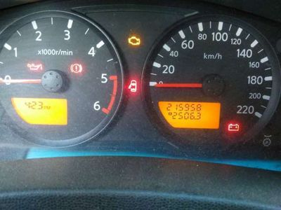 used Nissan King Navara 2.5 dCi 2 porteCab WoRK