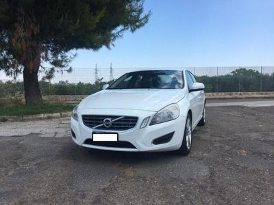 usata Volvo S60 -- D3 Geartronic Momentum