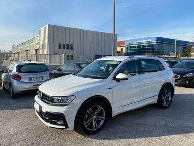 "usata VW Tiguan 1.6 TDI BlueMotion Tech R-Line cerchi 19"""