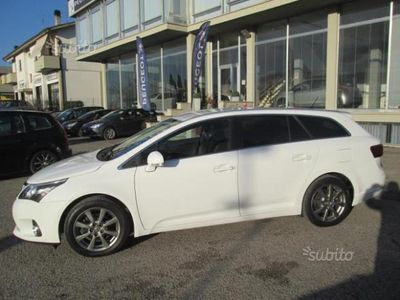 usata Toyota Avensis 2.0 D-4d Wagon Lounge - 2013