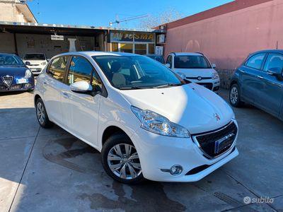usata Peugeot 208 1.2 full optional