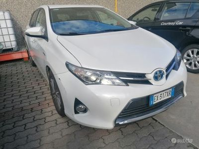usata Toyota Auris 2014 hybrid 1.8 benzina berlina