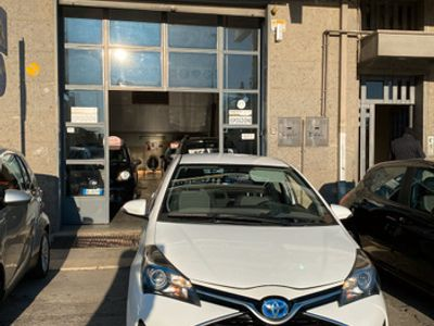 "usata Toyota Yaris 1.5 Hybrid 5 porte Trend ""Platinum"