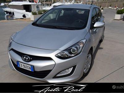 usata Hyundai i30 1.6 CRDi CLASSIC S.W.+SENS.PARK+FEND
