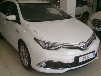 second-hand Toyota Auris Touring Sports 1.8 Hybrid Lounge