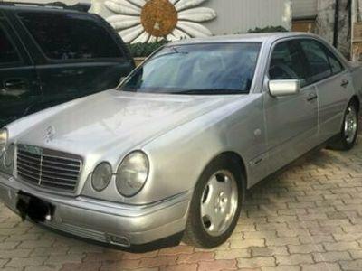 usata Mercedes E200 avantgard