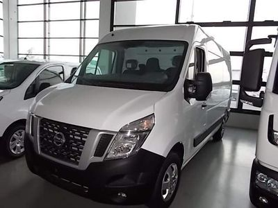 used Nissan NV400 van