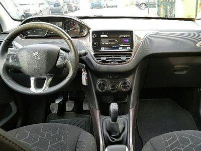 gebraucht Peugeot 2008 1.2 VTi 82CV Active