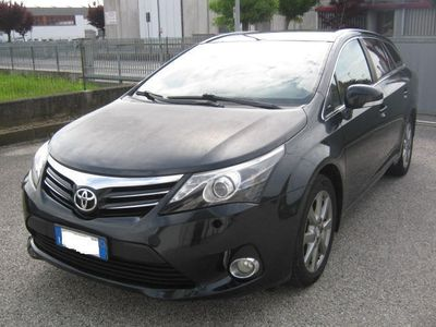 used Toyota Avensis 2.0 D-4D Wagon Lounge