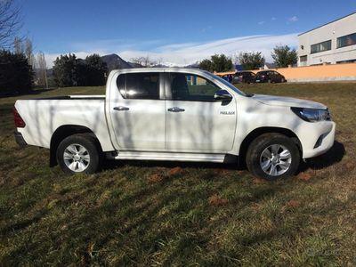 usata Toyota HiLux 2.4 automatico duble cab - 2017