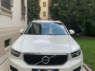 used Volvo XC40 Momentum 16.000 km come nuovo