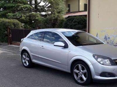 usata Opel Astra GTC 1.9 CDTI 120CV 3 porte Enjoy
