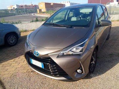 usata Toyota Yaris Hybrid hatchback - 2017