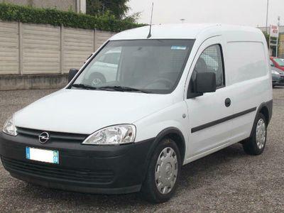 usata Opel Combo Cambio automatico