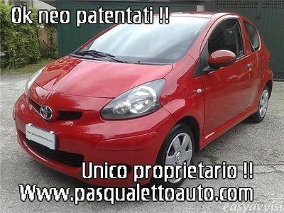 usata Toyota Aygo pari nuovo ok neo pat. 1.0 12v vvt-i red edit. 3p benzina berlina rosso