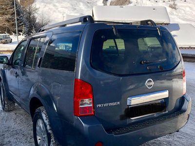 używany Nissan Pathfinder 2.5