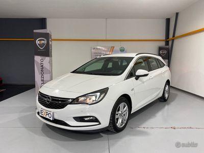 usata Opel Astra 5ª serie - 2017